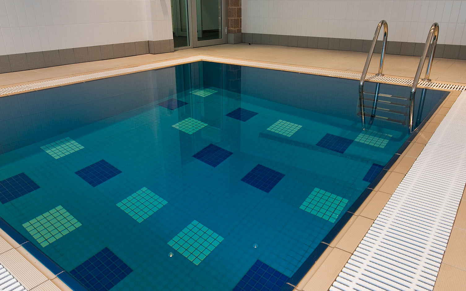 https://ggtiling.com.au/wp-content/uploads/2016/06/Adelaide-Football-Club-G-G-Tiling_0003_Adelaide-Football-Club-pool-surround-only.jpg